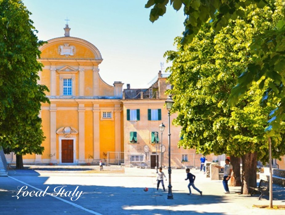 Town of Vezzana Ligure. Visit a hilltop town in Italy
