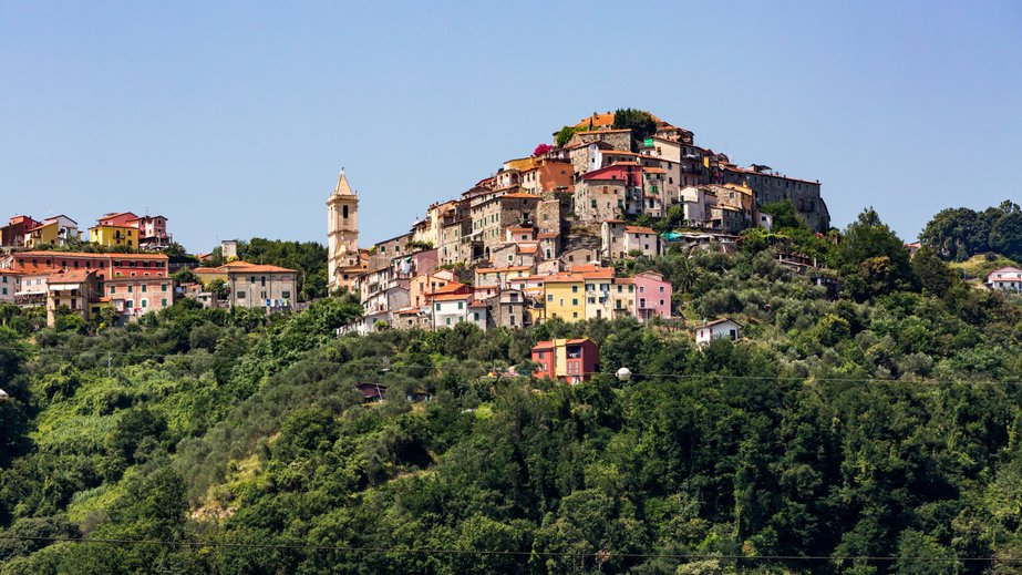 Out of the way places: Visit a hilltop town in Italy.